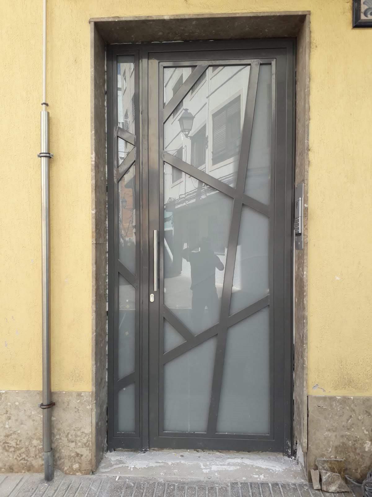 Puerta entrada de hierro