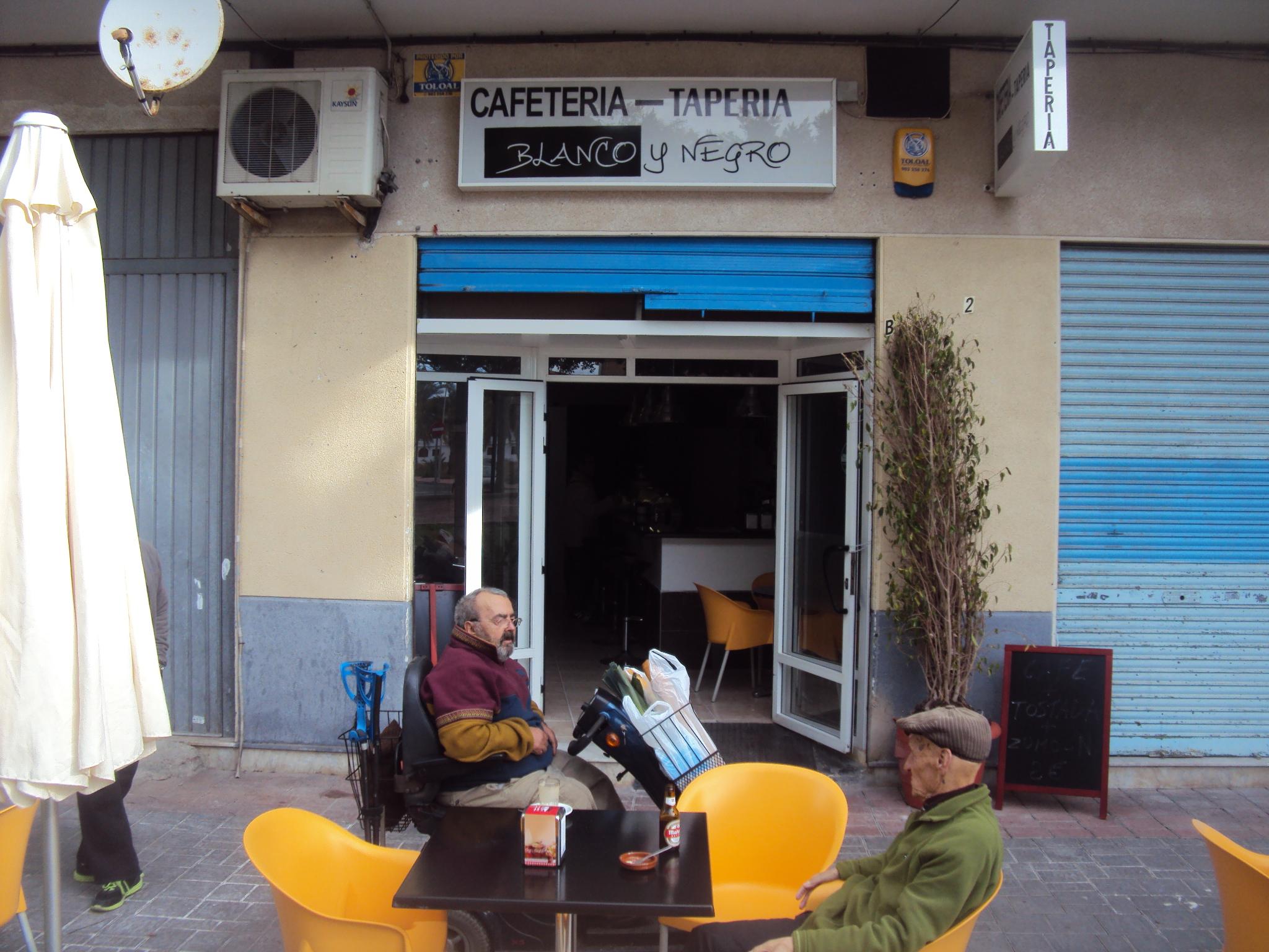 CAFETERIA TAPERIA BLANCO Y NEGRO
