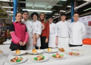 Benicarló.Los alumnos de Cocina del CIPFP muestran el potencial de la alcachofa en el Mercado
