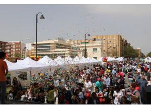 Miles de personas visitan la Feria del Comercio y Gastronómica de QuartdePoblet