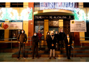 El Ayuntamiento de Sagunto ya ha encendido el tradicional alumbrado que da comienzo a la campaña de navidad