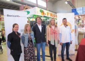 El Mercat de Benicarló aposta per etiquetar els productes en valencià com a signe de qualitat