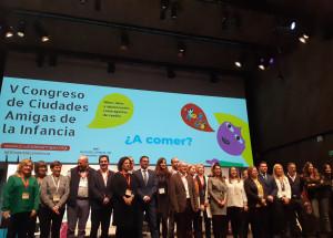El alcalde de Alcoy, Toni Francés, firma la declaración de Colonia sobre los derechos del Niño