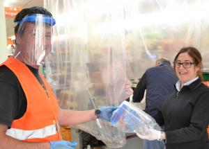 Jijona reparte más de 200 pantallas de protección anticontagio