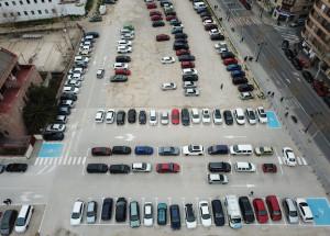 Actuacions en la Plaça Al Azaq per a millorar la distribució dels aparcaments i facilitar el trànsit dels vianants