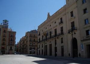 Zamorano: «Hem de replantejar-se el projecte dels xalets de la Font Roja i donar-los ús com alberg»