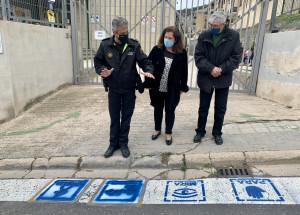 El ayuntamiento de Alcoy pinta pictogramas en los pasos de peatones para personas con trastorno del espectro autista (TEA)