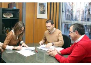 El Ayuntamiento y 'Onda Centre Comercial' firman el convenio para impulsar el desarrollo económico de la ciudad