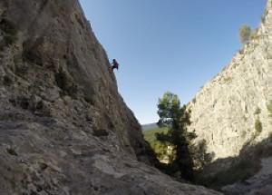 Es reequipa la zona municipal d'escalada del Barranquet de Ferri