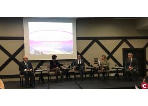 Toni Francés modera una taula redona en un fòrum de territoris innovadors competitius